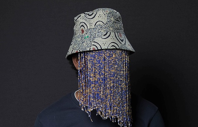 Anas Aremeyaw Anas con una delle sue maschere