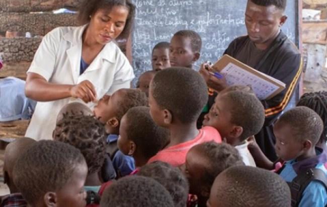 Vaccinazione orale contro il colera in Mozambico (Courtesy OMS)