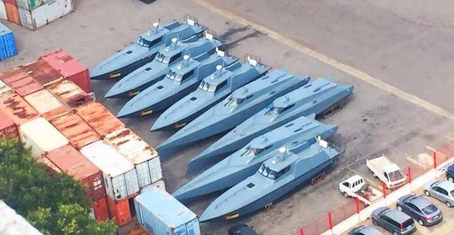 Motovedette nel porto di Maputo