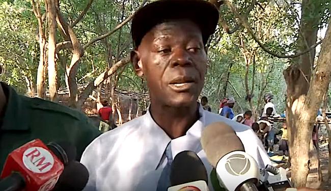 Il gen Mariano Nhongo, della Giunta militare Renamo, intervistato dai media