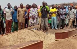 Seppellimento di alcune vittime del terrorismo contro le minoranze cristiane in Burkina Faso