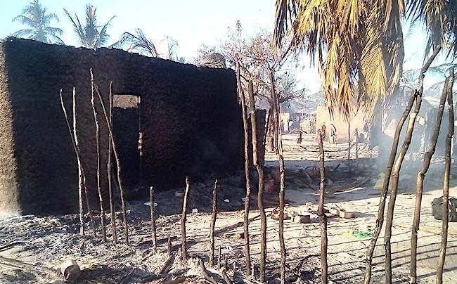 Villaggio bruciato dopo attacco al-Shebab. Gli abitanti sono sfollati