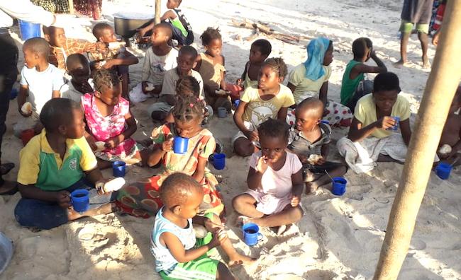 Assistenza a bambini profughi Pemba