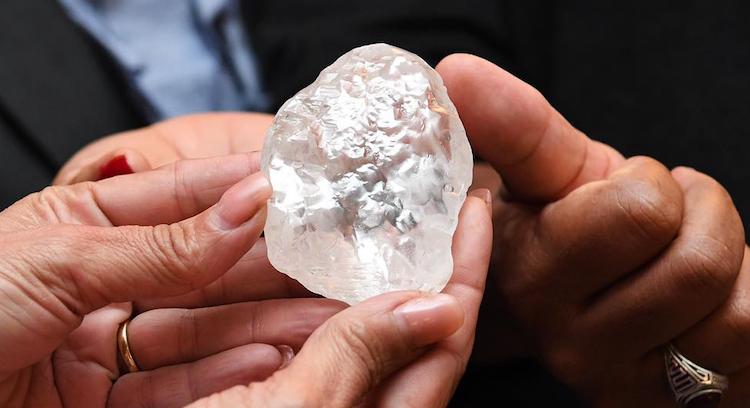 Il diamante da 1.098 carati estratto in Botswana