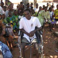 Photos: Remise des chaises pour handicapés