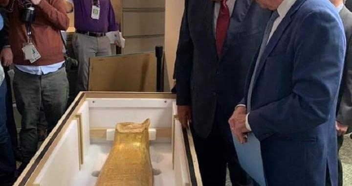 L'Egypte récupère un sarcophage richement décoré volé en 2011