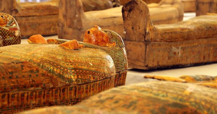 Egypte: A Louxor, rare découverte de 30 sarcophages trois fois millénaires