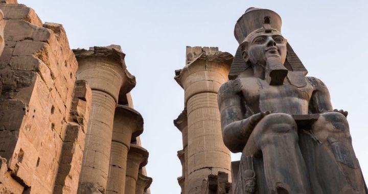 """Egypte: """"rare"""" découverte d'un buste de Ramsès II"""