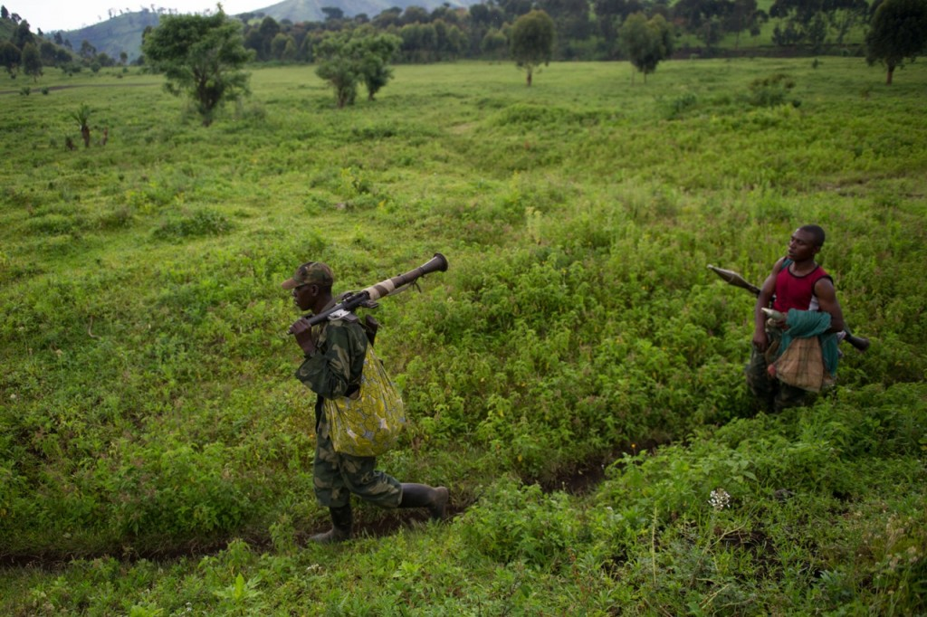 M23 rebels withdraw from hilltop positions towards the town of Sake in the east of the Democratic Republic of the Congo on November 30, 2012. [PHIL MOORE]