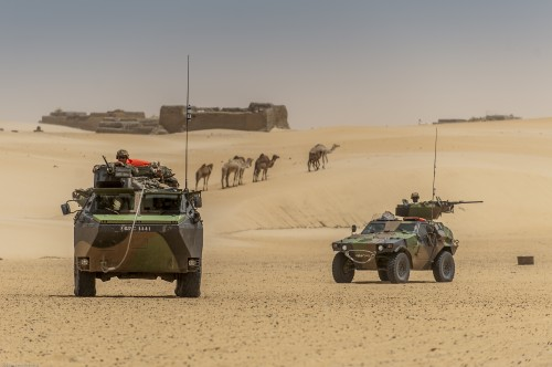 Photo: ACMAT. Two French units on patrol in their vehicles on security missions in the city of TOMBOUCTOU under the Serval operation.