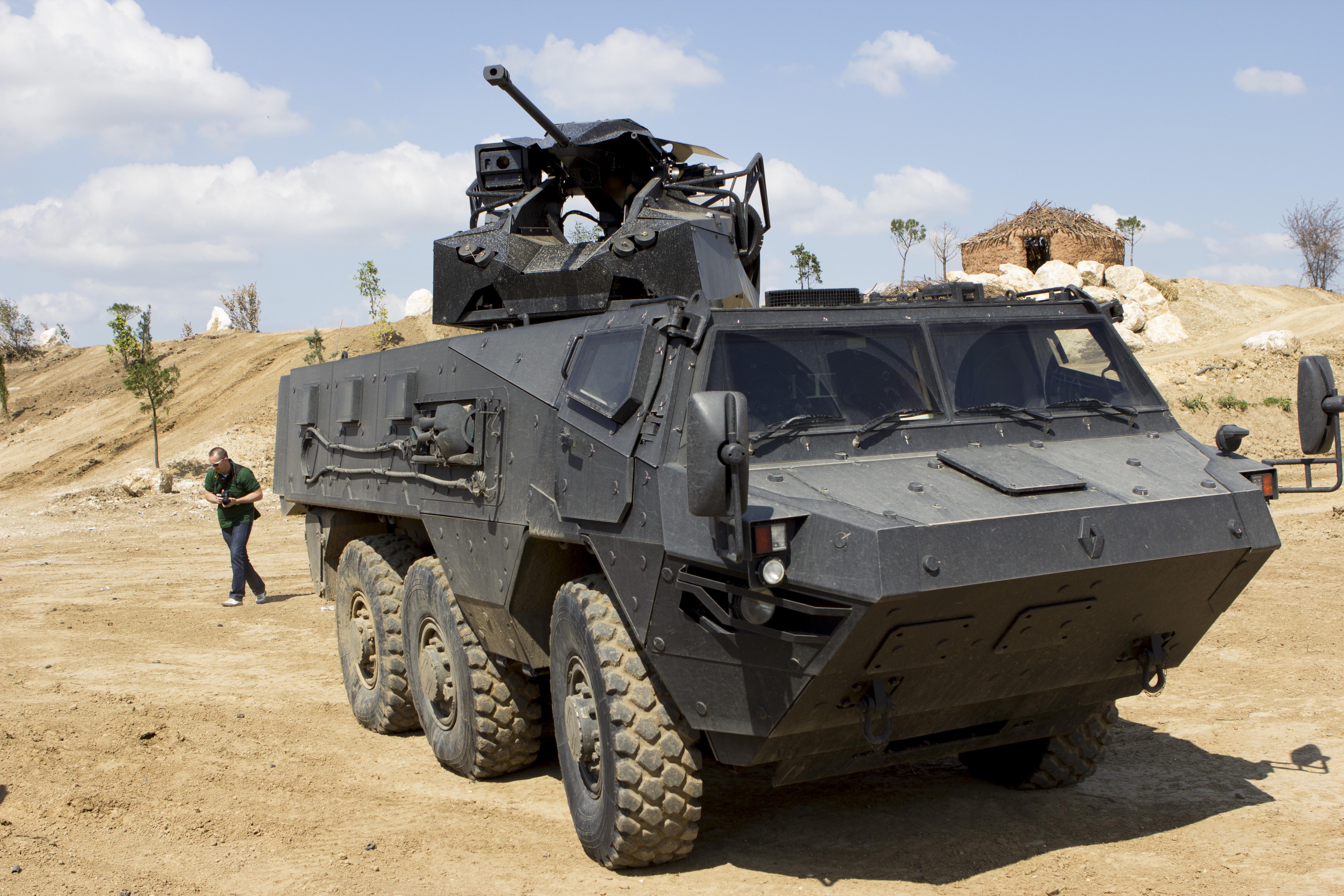 المغرب يؤكد نيته شراء مركبات VAB Mk 3 المدرعه المدولبة سداسية الدفع 6x6 من فرنسا EUROSATORY_20140615_0046
