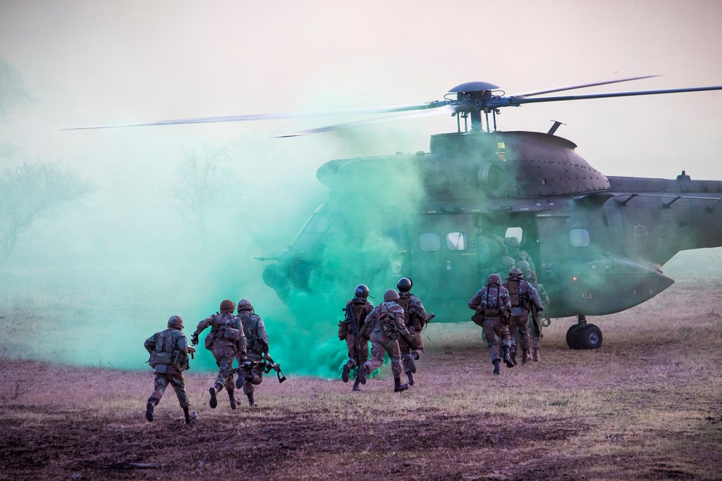Soldiers exfil the field. Photo by Trent Perkins/ADR
