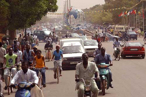 Burkina-Faso.-Discours-du-lieutenant-colonel-Zida-au-moment-de-restituer-le-pouvoir-500px-Ouagadougou-place-nations-unies1