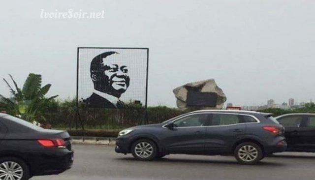 Pont HKB: Le poster de Ouattara tombe, les internautes raillent, les techniciens enlèvent celui de Bédié