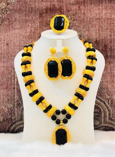 Ngalam necklace with black pearl