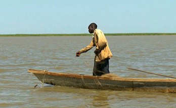 A fisherman fishing on Lake Chad Source: World Bank