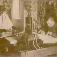 Intérieur de la Poste d'Addis en 1908
