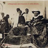 Ménélik et Yassou dans la tribune du champ de  courses