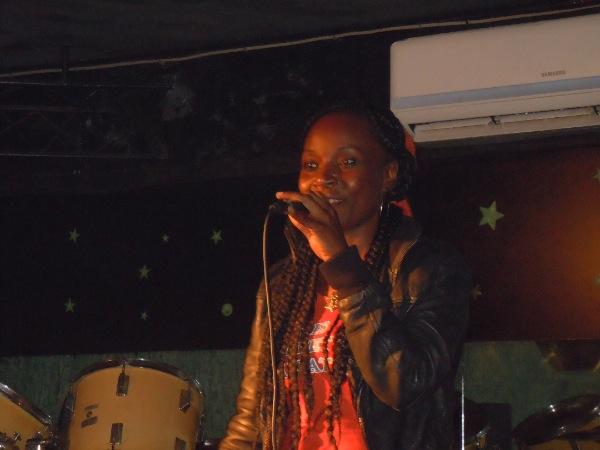 LADY B Concert ED Scatch  Cameroun-16