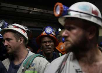Mine workers are seen under ground at the end of their shift at Cullinan mine, near Pretoria, South Africa, February 1, 2019.  REUTERS/Siphiwe Sibeko - RC133F593820