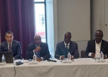 table des officiels. photo Adou Mel/AfrikiPresse