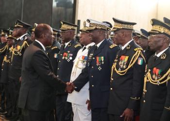 Le Président ivoirien Alassane Ouattara recevant les vœux de nouvel an des Forces de défense et de sécurité, le lundi 06 janvier 2020 à Abidjan. Photo: Cicg