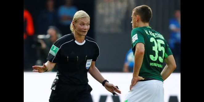 Football: discover the first female referee of a big European championship (photos)