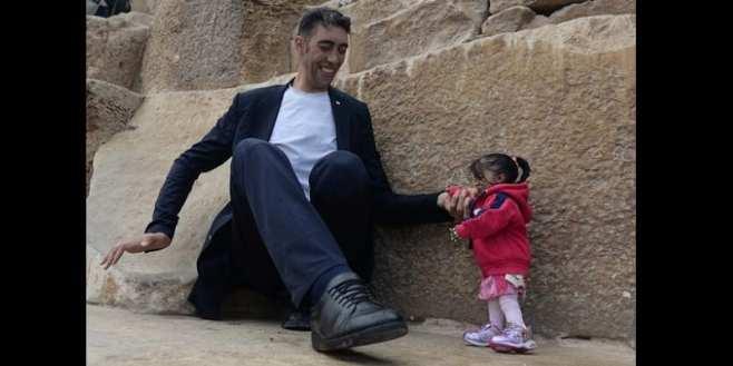 Egypte: l'homme le plus grand au monde rencontre la femme la plus petite (photos)