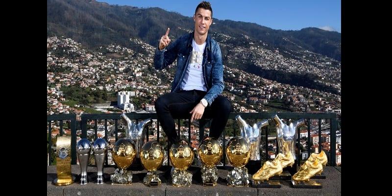 Cristiano Ronaldo étale toutes ses récompenses sur les réseaux sociaux (photos)