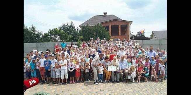 Record: Un homme de 87 ans a 13 enfants, 127 petits-enfants, 203 arrière-petits-fils (photos)