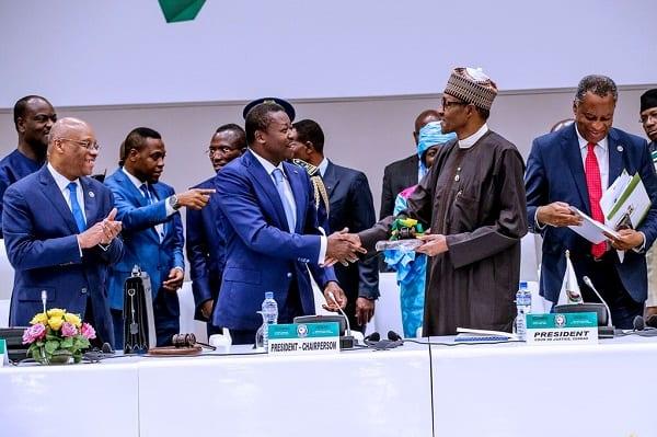 Afrique: le président nigérian Muhammadu Buhari prend la tête de la CEDEAO