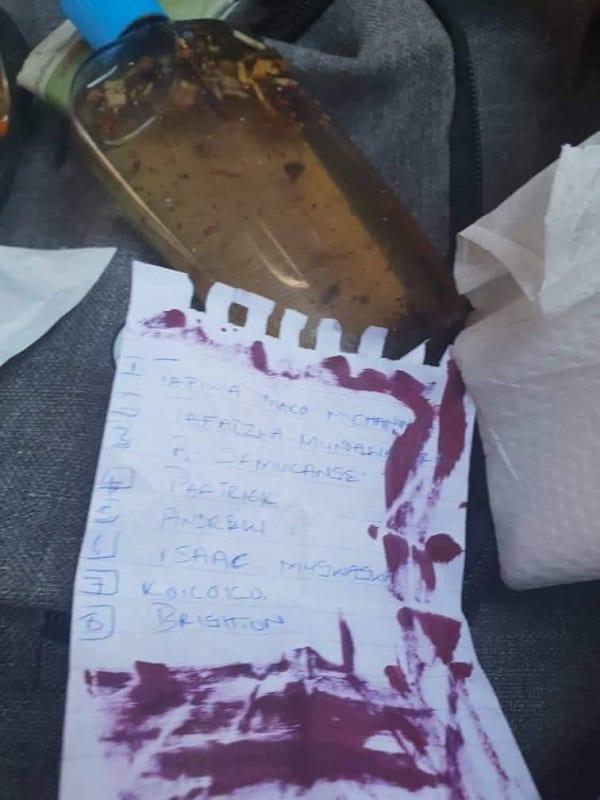 PHOTOS: il découvre une potion d'amour avec une liste d'amants dans le sac de sa copine