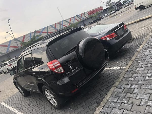 Nigerian 19-year-old buys two cars for her parents: PHOTOS
