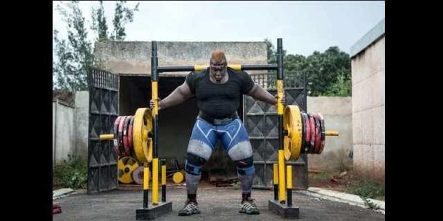 Iron Biby, l'homme le plus fort du Burkina Faso vise un nouveau record mondial (photos)