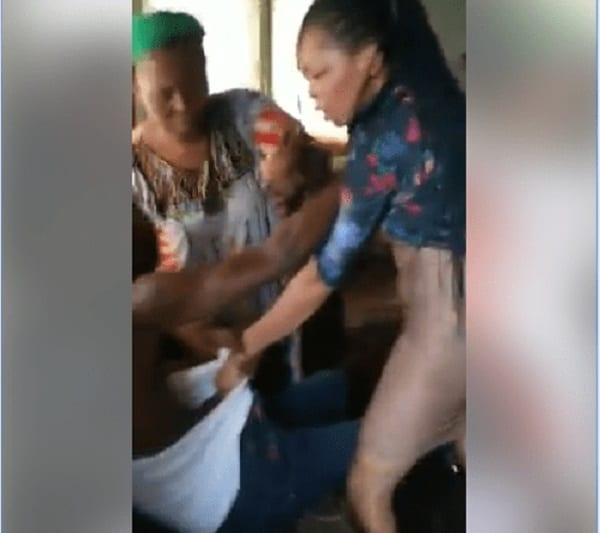 Nigeria: un homme battu par sa femme et sa belle-mère-Photos