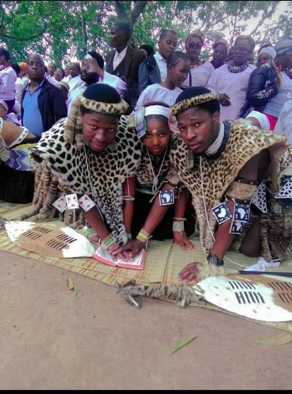sa-twins-wed-same-lady4 Afrique du Sud : des jumeaux épousent une même femme-Photos