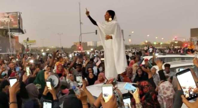 Alaa Saleh: The 22-year-old girl has become the symbol of the Sudanese revolution (video)