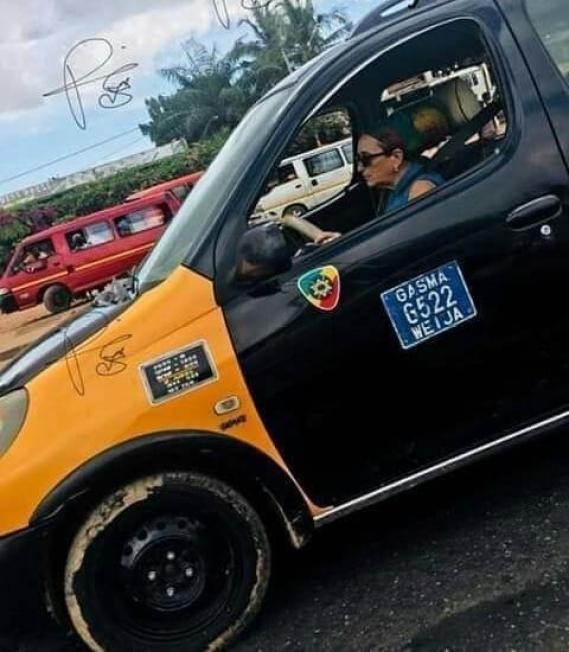 Ghana: A white woman driving a taxi, creates the buzz online