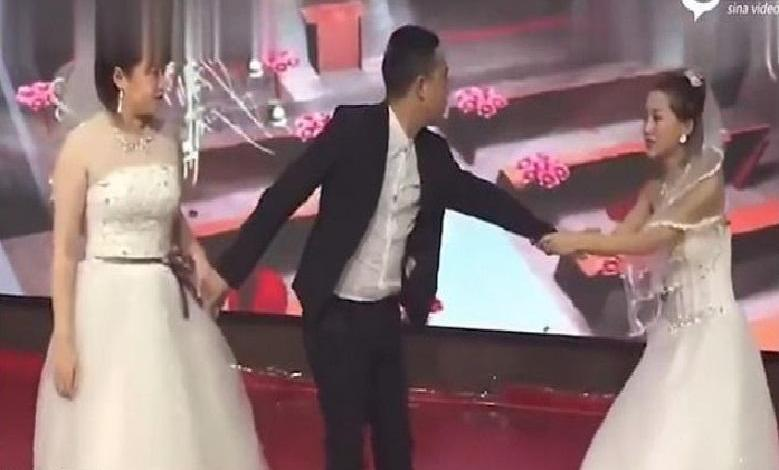 Photo of ex-girlfriend appears on wedding day begging to come back [Video]