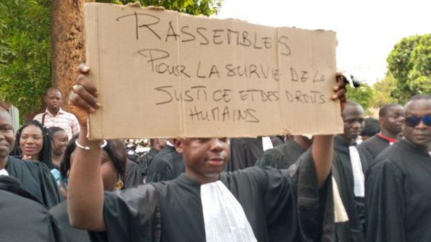 """Photo of In Burkina Faso, lawyers criticize """"blocking of the judicial system"""""""