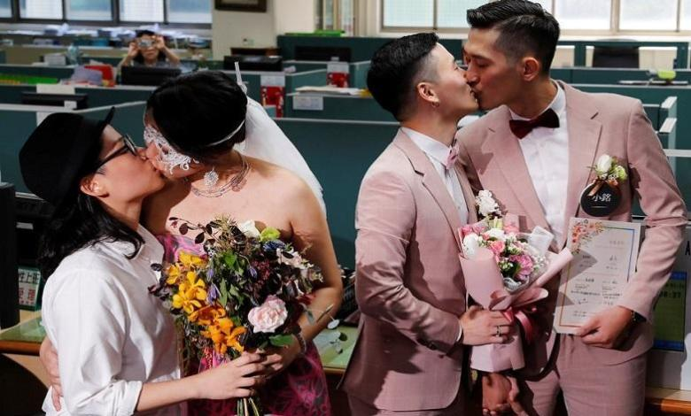 Photo of Taiwan performs first gay marriages in Asia