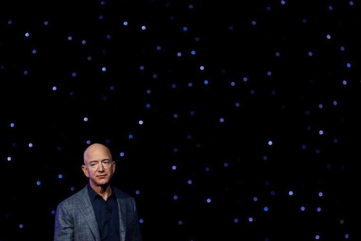 Jeff Bezos brings people to the moon by 2024