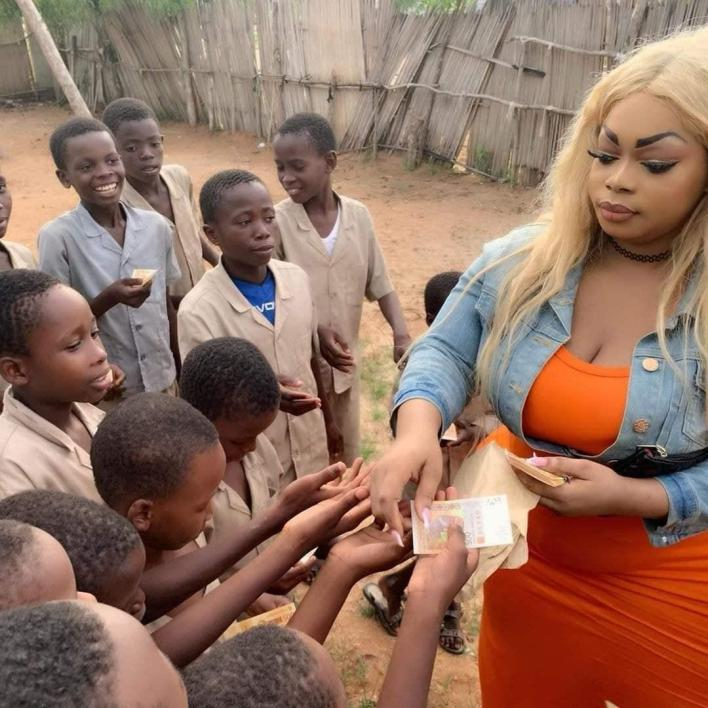 Biggest hip donates to the orphanage [Photos]