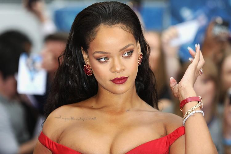 Rihanna under fire after using Islamic lyrics in lingerie show