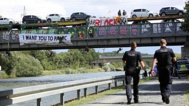 Photo of Climate protest ended where activists blocked train with VW cars