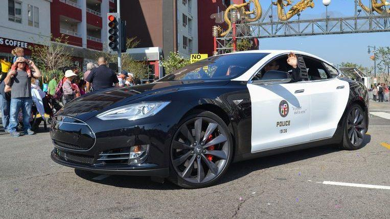 Photo of Tesla police-car stop pursuit due to an empty battery
