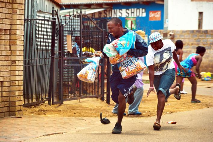 South Africans looting shops