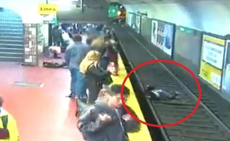 Photo of Shivering images show how woman falls on the upcoming metro