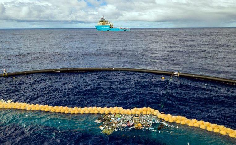 Photo of 'Success photo' of Ocean Cleanup plastic catcher worries biologists