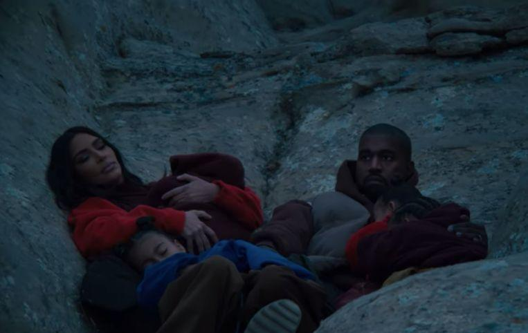 Kanye West with the whole family in new video clip